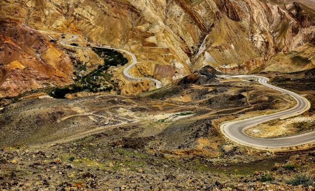 Slingeren door de Zara Mountain Range