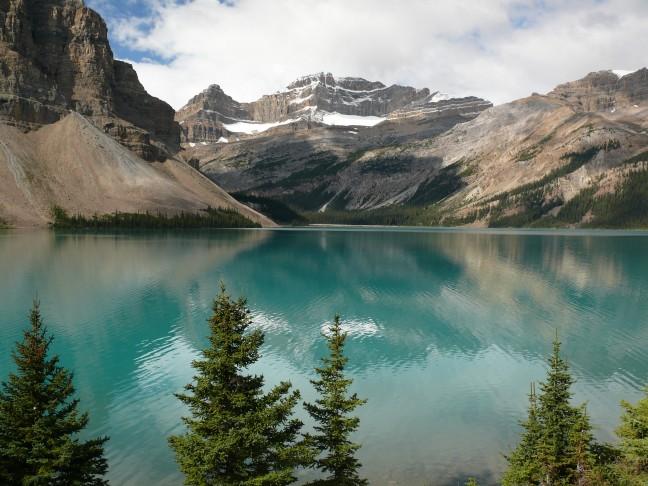Een van de meren langs de icefields parkway