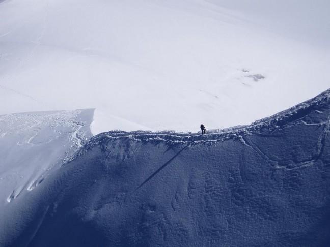 eenzame bergbeklimmer mont blanc