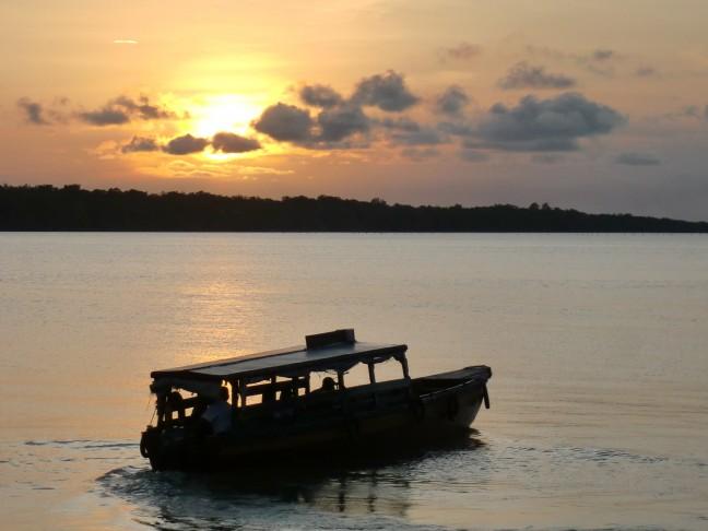 Zonsondergang op de Commewijne