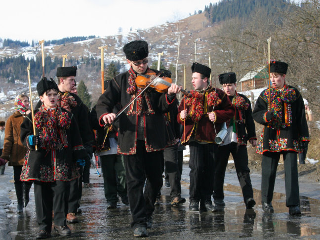 cristmas carroling at Kruvorivnja
