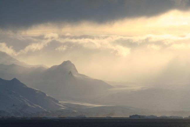 Antarctica in de wolken