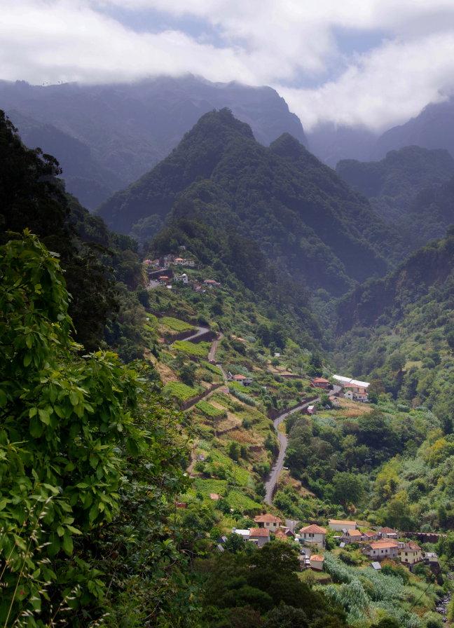 De bergen rond Faial