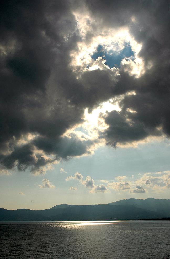 Achter de wolken....