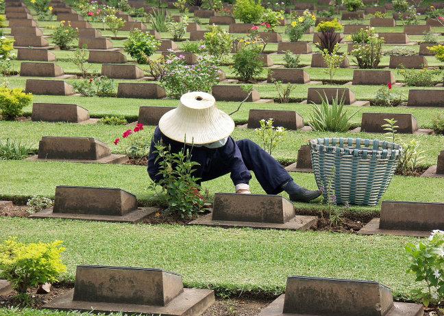Kanchanaburi War Cemetery. (1086aeu)