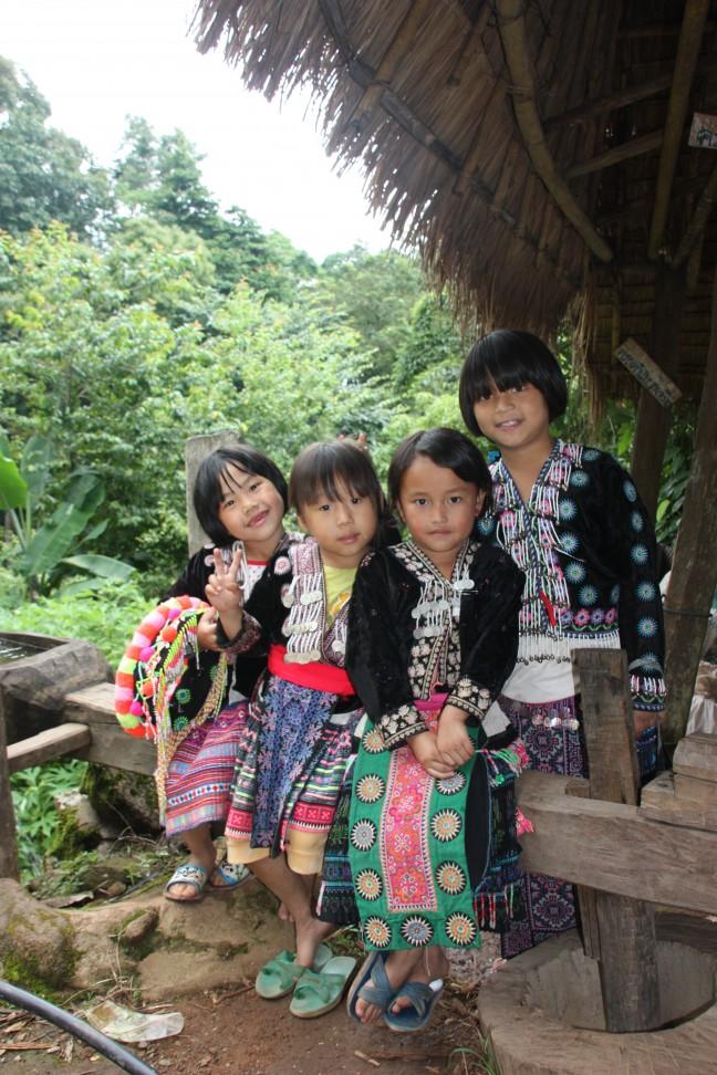 2008: Hmong-dorp Doi Pui: Hmong-meisjes.