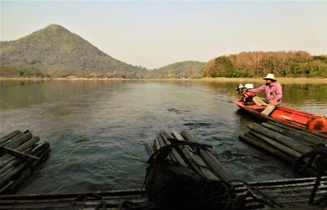 dobberen op het Huay Krating meer
