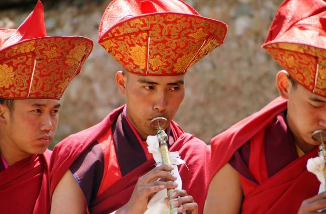 Tshechu blazers op kloosterfestival
