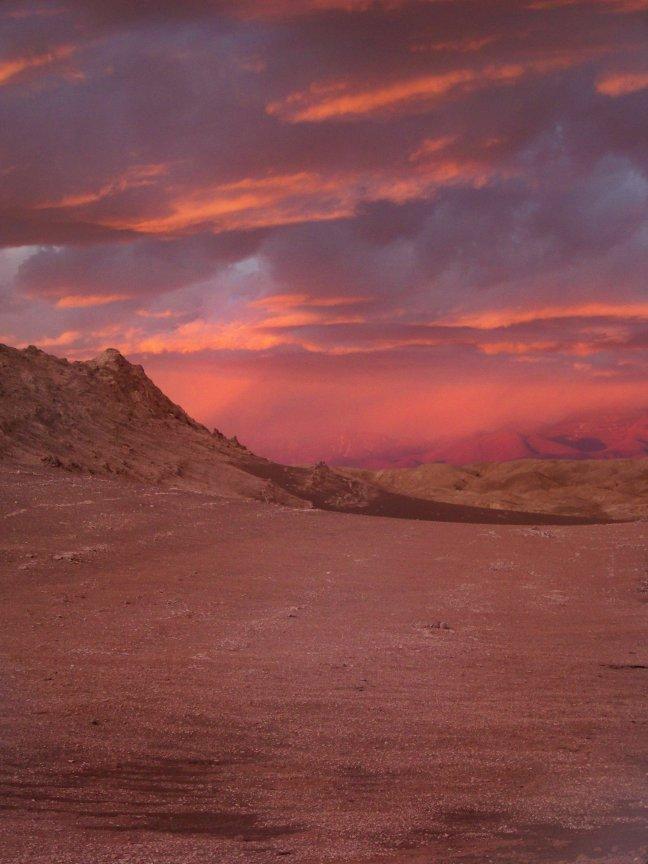 Avond valt in de Atacama woestijn