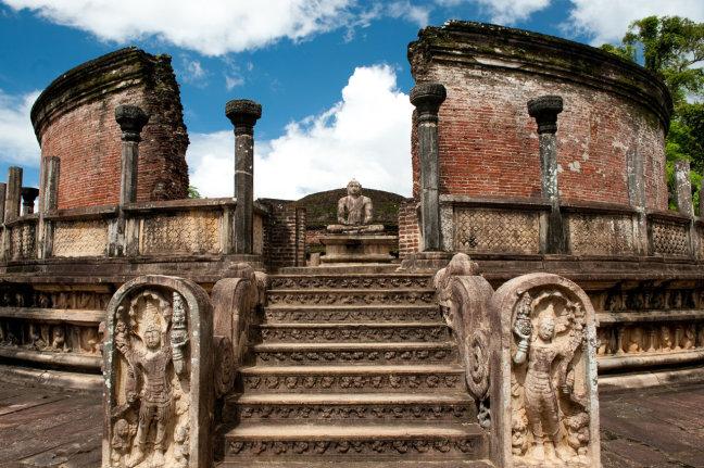 Anuradhapura, eenzaam en alleen II