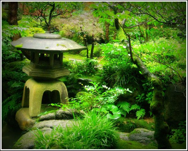 tempel in het groen