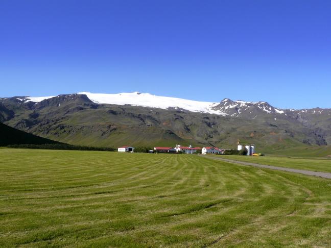 boerderij aan de rand van een gletsjer