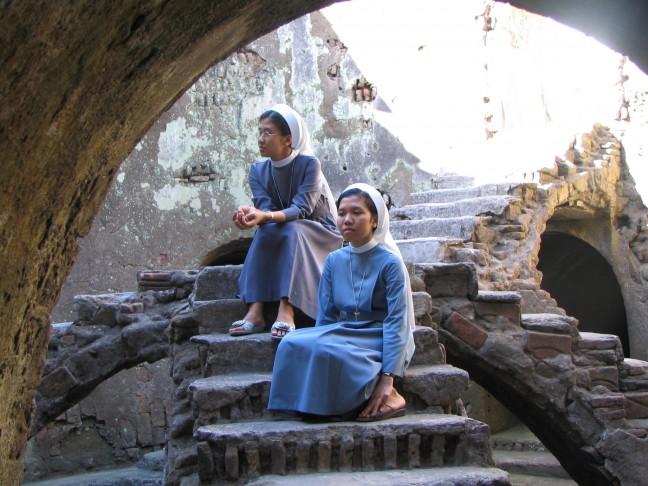 Zusters in 'the Kraton' Yogyakarta