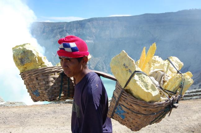 Zwaveldrager op Ijen Vulkaan