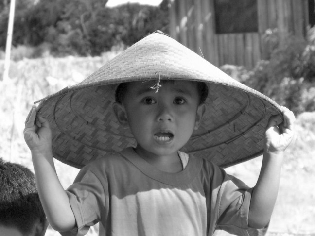 Verlegen jongetje in Maninjau