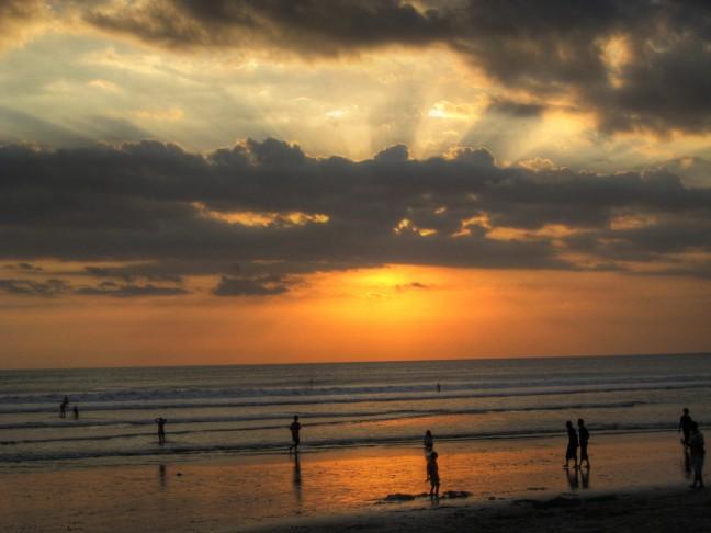 ondergaande zon in Kuta